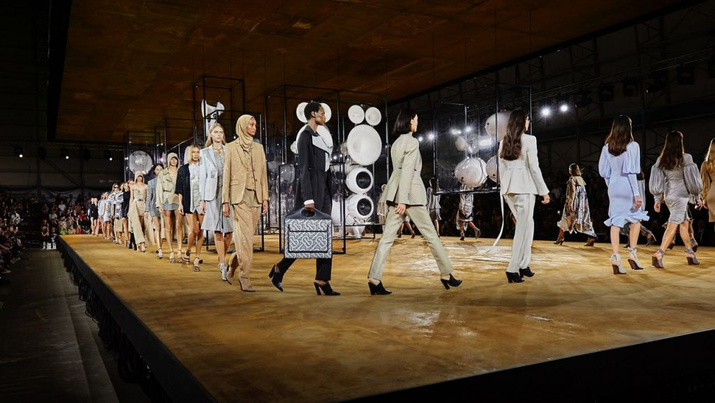 Burberry to Stage an Outdoor Fashion Show in September