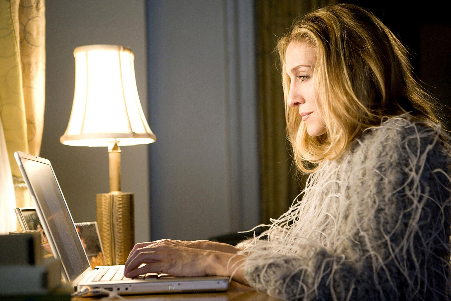 Carrie-Bradshaw-Sarah-Jessica-Parker-working-from-home1