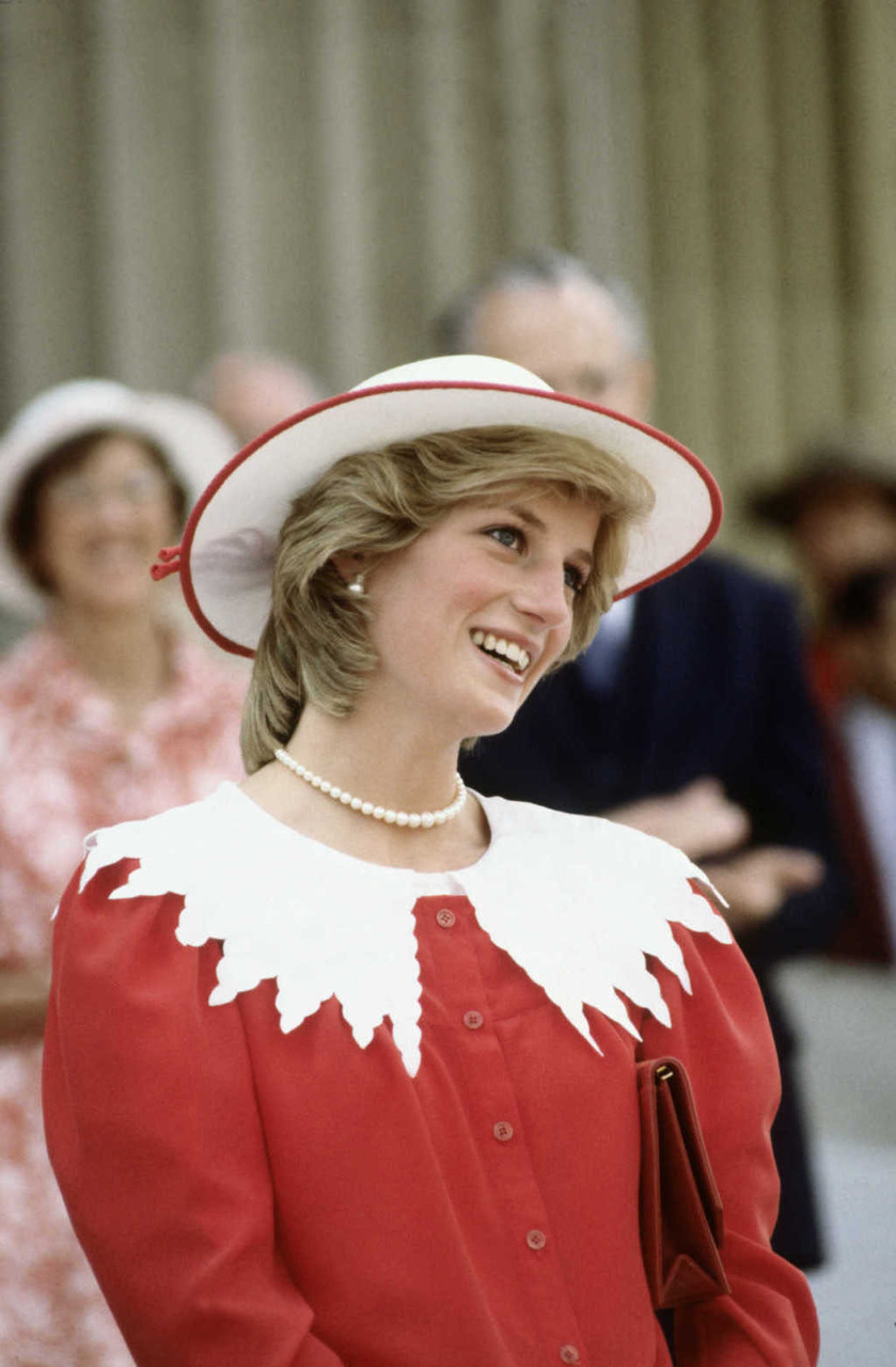 A Styling Lesson in 'Big-Collar Energy' from Princess Diana Herself