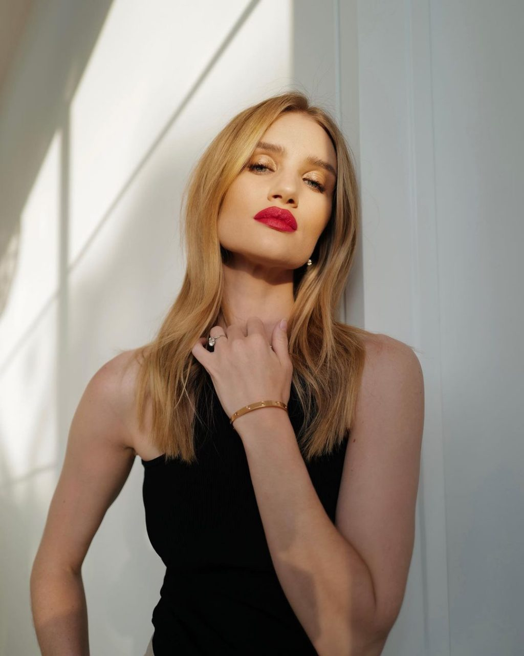 This Just In: Rosie Huntington-Whiteley to Launch Clean Cosmetics Brand