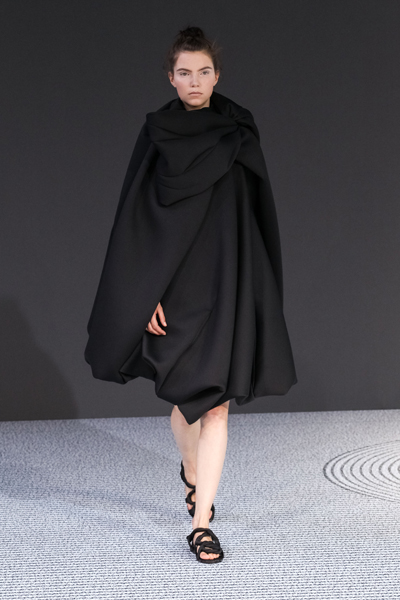Paris Fashion Week Coverage: Viktor & Rolf Fall 2013 Couture Collection